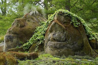 trolls_stone